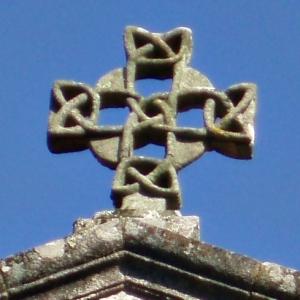 Cross from the Iglesia de Santa Susana, Santiago de Compostela, Galicia. Public domain image from Froaringus via Wikimedia.