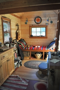 Tiny House Interior, Portland, Oregon, 2010. Creative Commons image gratis Tammy via Wikimedia.