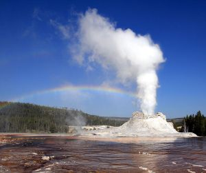 Eruption at Castle Geyser, Yellowstone National Park, Wyoming, U.S. Creative Commons photo by Brocken Inaglory, Wikimedia.