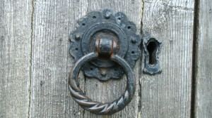 Old Wooden Door Handle. PD-CC image by Alex Borland.